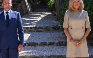 Первая леди Франции в бежевом платье и своих любимых лодочках выглядит образцово