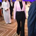 Иванка Трамп в черно-розовом блейзере и брюках клеш выглядит стильно и празднично