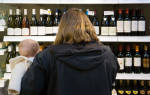 Можно ли кормящей матери вино