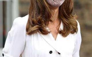Кейт Миддлтон в простом, но очень дорогом платье и лодочках из змеиной кожи